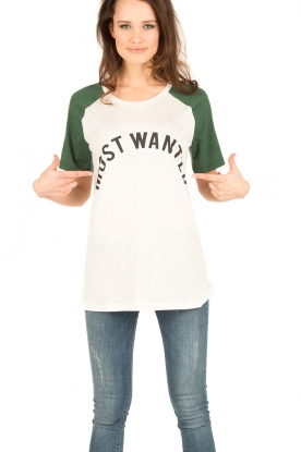 NIKKIE | T-shirt Most Wanted | groen