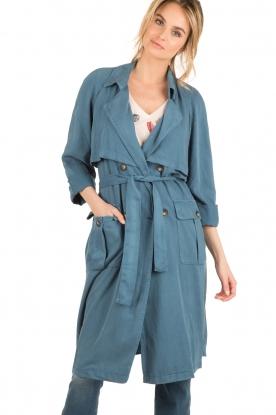 American Vintage | Trenchcoat Katetown | blauw