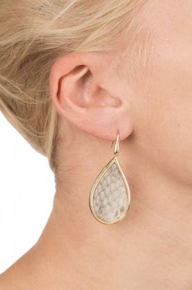 Close to Zen   22k goud vergulden oorbellen Tears Snake medium   grijs