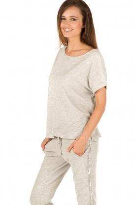 Juvia | T-shirt Lisa | grijs