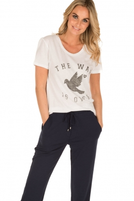Zoe Karssen | T-shirt The War Is Over | wit