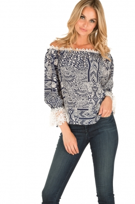 Alice & Trixie | Zijden off-shoulder top Trysta | blauw/wit