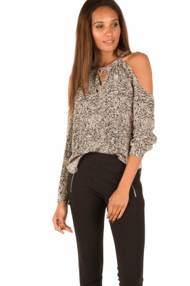Alice & Trixie | Zijden open shoulder top Kirin | print