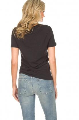Zoe Karssen | T-shirt Private | zwart