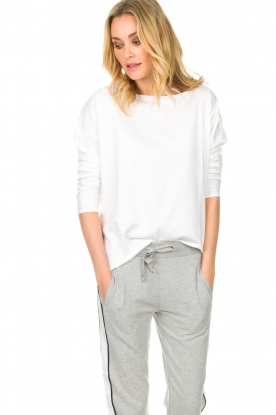 Juvia |  Sweatshirt Sue | white
