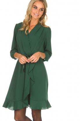Kocca | Getailleerde jurk Ypsilon | groen
