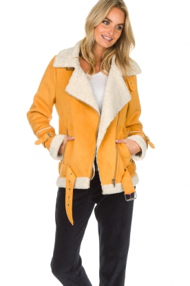 OAKWOOD | Faux lammy coat Mandy | geel
