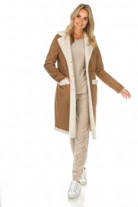 OAKWOOD | Faux lammy coat Annelies | bruin