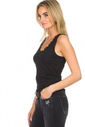 Hanro   Top Cotton Lace   zwart