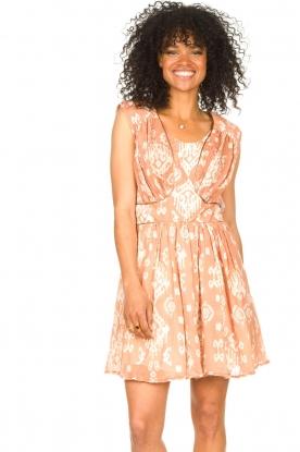 Louizon | Mouwloze jurk South | nude