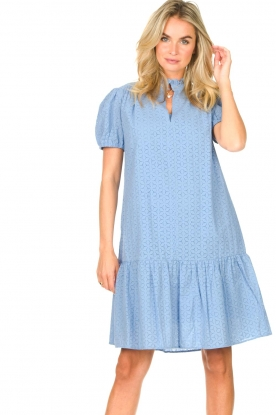 Second Female | Katoenen broderie jurk met pofmouwen Bilbao | blauw