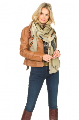 Moment by Moment |   Scarf with horseprint Lipa | brown